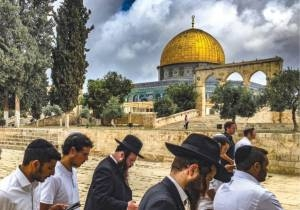 Palestinian Leaders Express Outrage at Jewish Calls to Visit Temple Mount