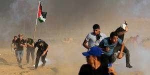 Palestinian Rioters Again Raise Nazi Swastika on Israel-Gaza Border