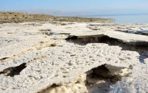 SINKING ISRAEL-JORDAN RELATIONS LEAVE DEAD SEA, A NATURAL WONDER, LOW AND DRY