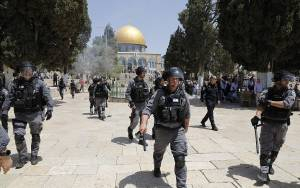POLICE BREAK UP 'DISORDERLY CONDUCT' AT TEMPLE MOUNT AFTER HUNDREDS MARCH, CHANT