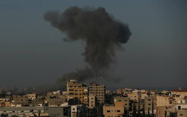 IDF AGAIN STRIKES HAMAS TARGETS IN GAZA AFTER VOLLEY OF ROCKETS FIRED AT SOUTH